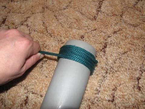 Winding rope on the scratching post